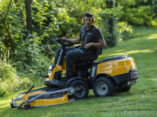 Stiga-mower-yellow-cutting