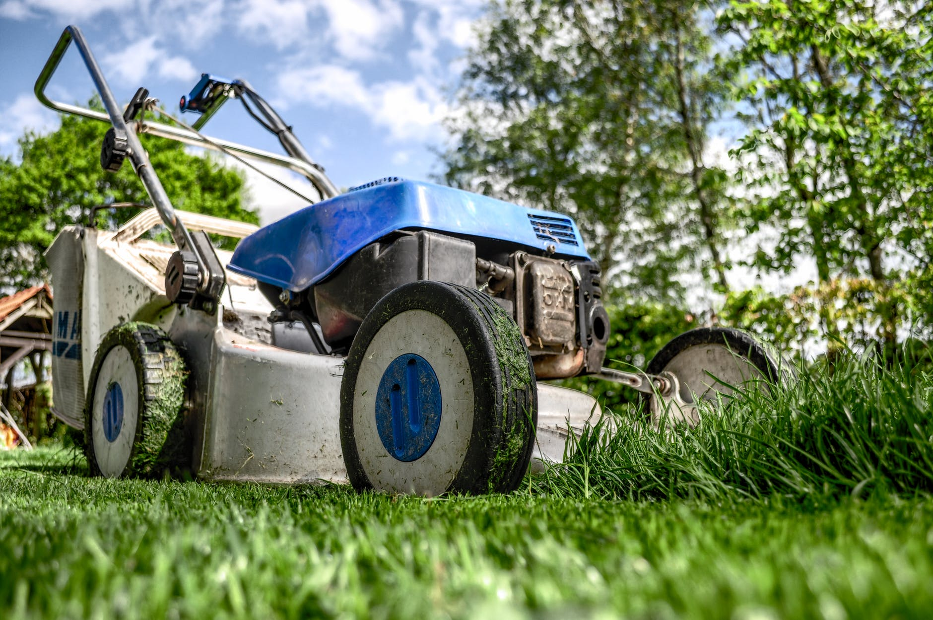 Using compact wood chippers for golf course maintenance